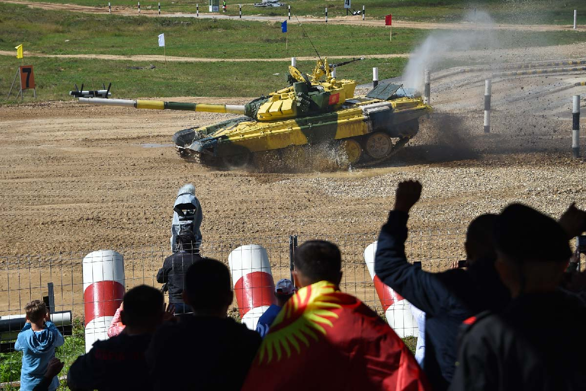 ロシアで恒例の「戦車バイアスロン世界選手権」始まる 2021年は19か国が参加