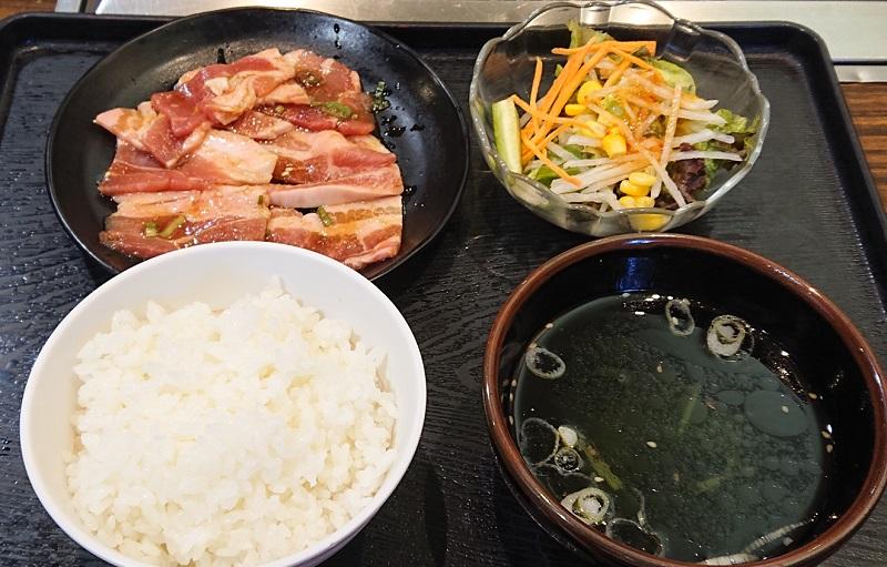 「豚カルビ朝定食」(税込500円)