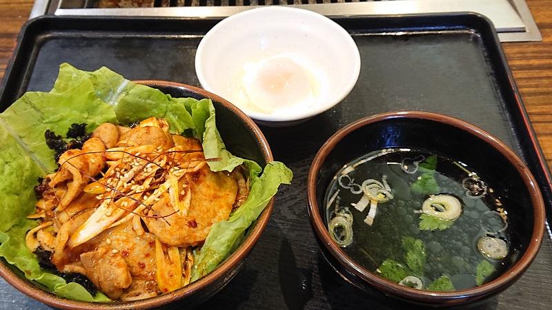 「炙り豚カルビ丼」(100g/税込572円)