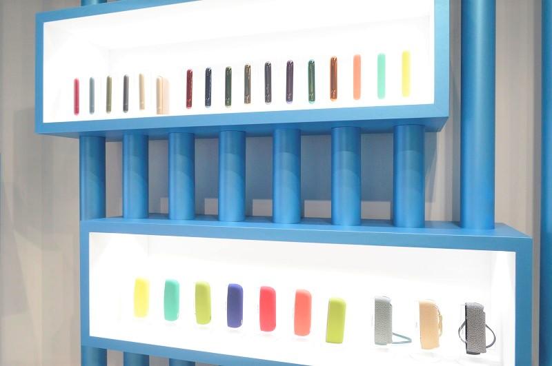 青と白を基調とした空間