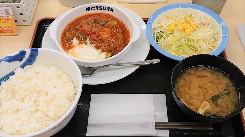 「ごろごろ野菜のうまトマハンバーグ定食」(税込690円)