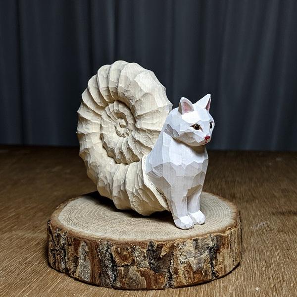 神の使いか妖怪か…猫と化石が融合した空想生物「アンモニャイト」の木彫り作品