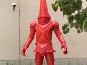 造形作家が制作 三角コーンのヒーロー登場に特撮ファンが反応