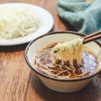 「麺つゆ×鶏ガラ」のそうめんつゆアレンジレシピに箸が止まら…