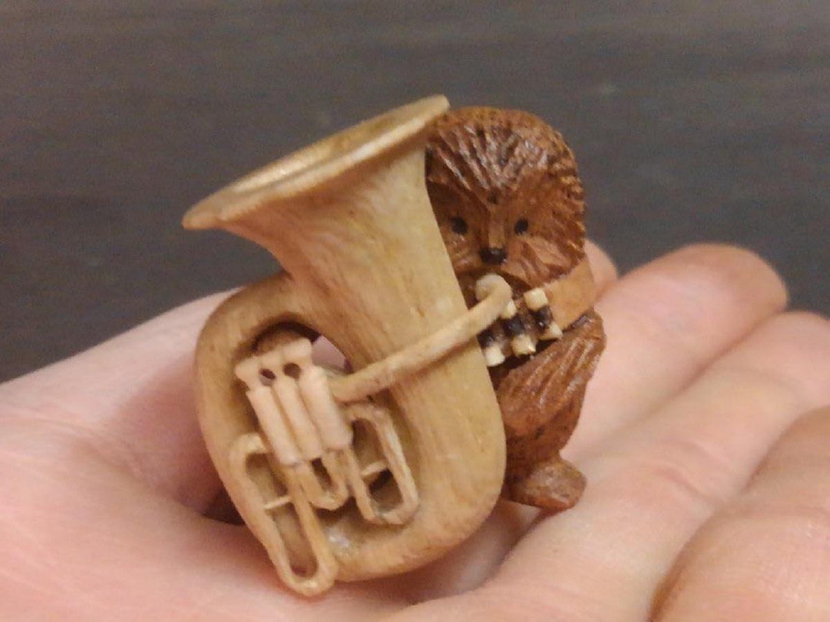 「チューバを吹くチューバッカ」ダジャレで作った木工作品に注目集まる