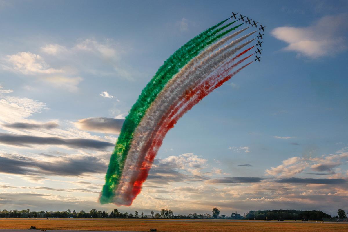 イタリア空軍「フレッチェ・トリコローリ」60周年記念の展示飛行(Image:イタリア空軍)