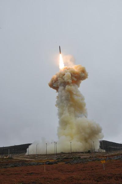 地上発射式迎撃ミサイルの発射(Image:アメリカミサイル防衛局)