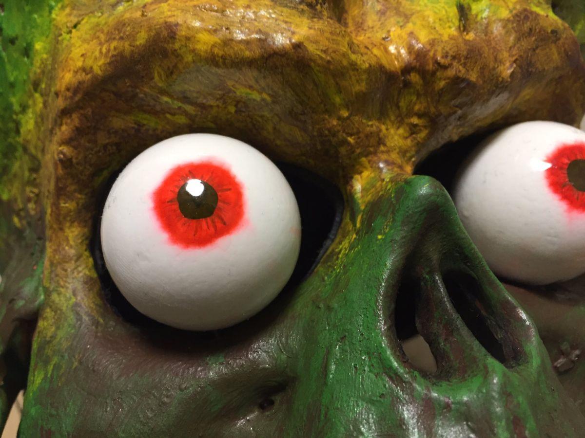 眼球はサーボモーターを使用して、コントローラーで動きを制御。