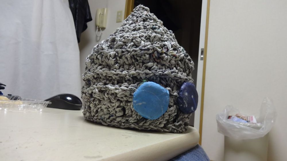 続く投稿で、新聞紙で作ったニット帽も紹介したBBコリーさん。まさにマルチクリエイター。
