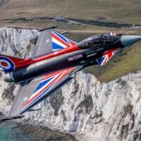 イギリス空軍タイフーン特別塗装機 ドーバー海峡の名所を記念飛行