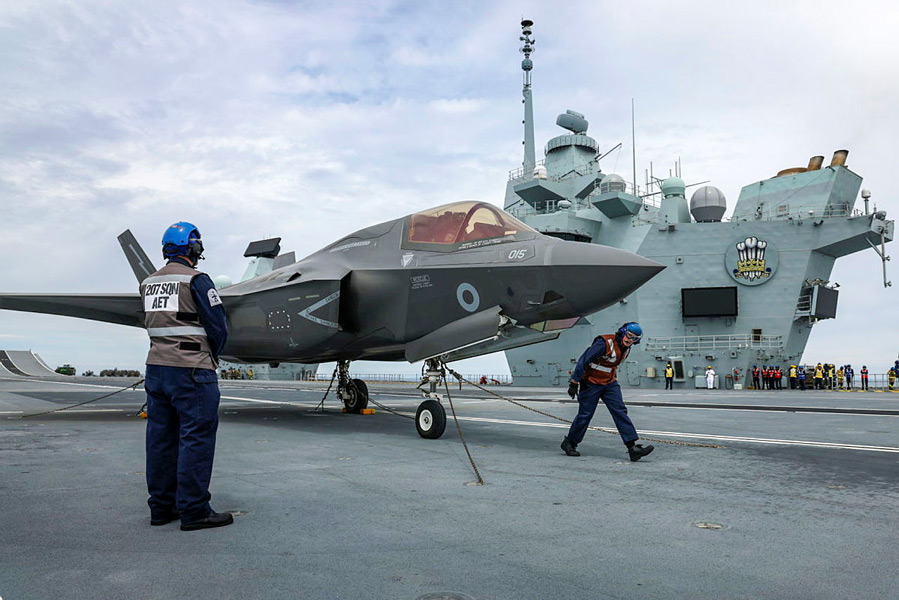 プリンス・オブ・ウェールズ艦上のF-35B(Image:Crown Copyright)