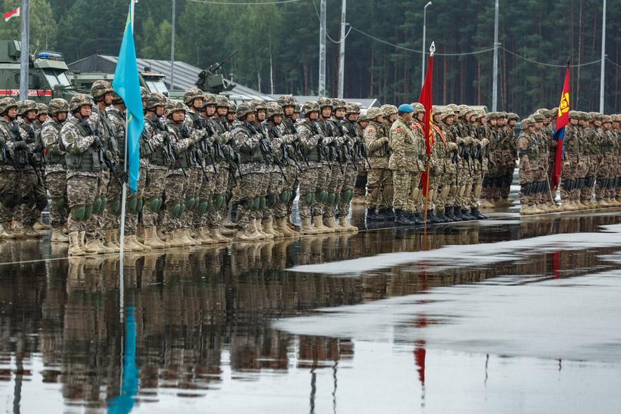 左からカザフスタン、キルギス、モンゴルの将兵(Image:ロシア国防省)