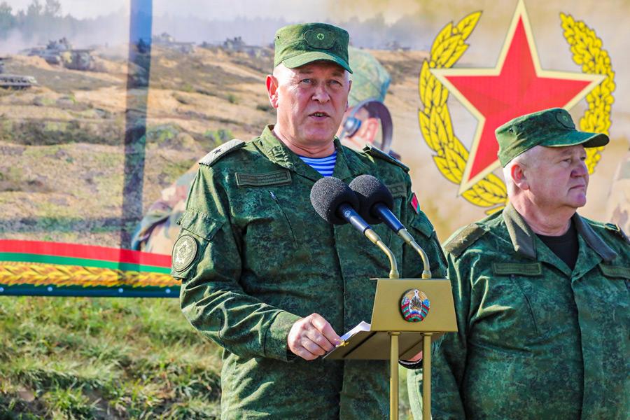 訓示するベラルーシのグレビッチ国防副大臣(Image:ロシア国防省)