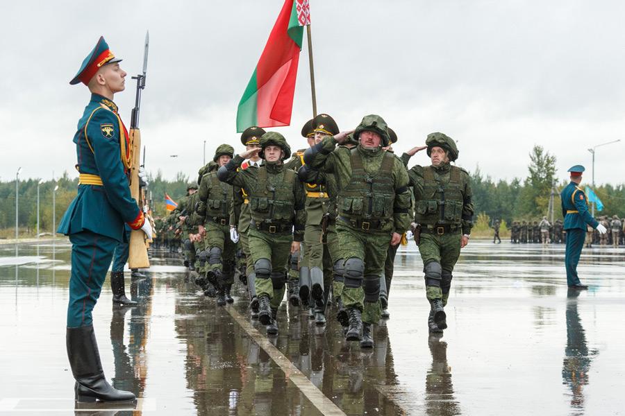 行進するベラルーシの将兵(Image:ロシア国防省)