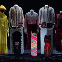 「バック・トゥ・ザ・フューチャー」の衣装や小道具の展示も!入…