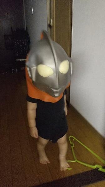 「来たぞ我が家のウルトラマン」2歳児の変身姿が衝撃的すぎた
