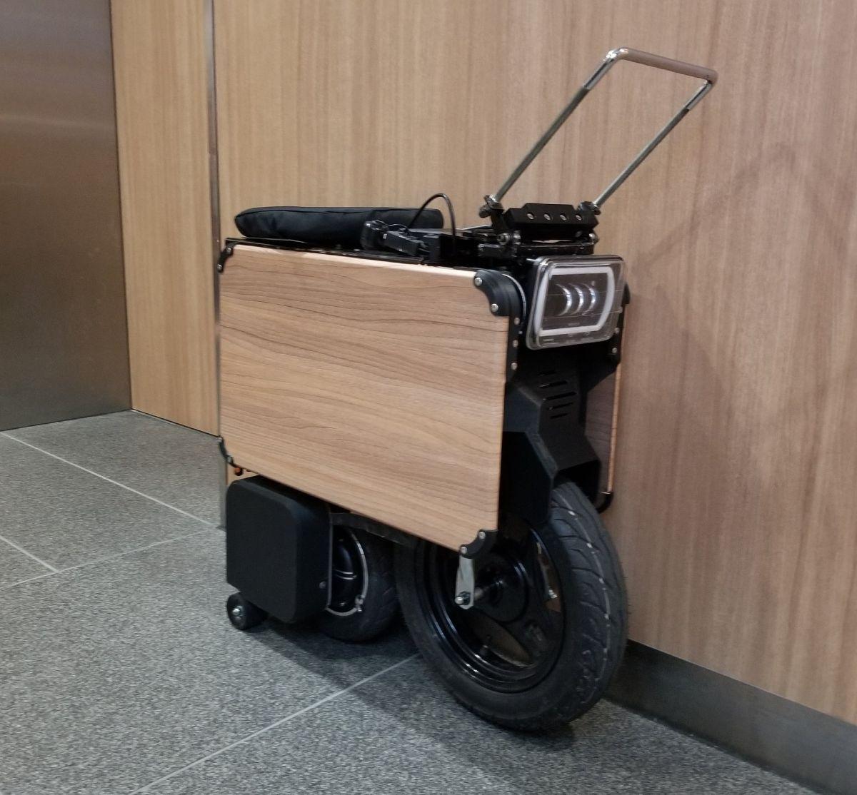 箱型だと70センチほどの空間容積になるタタメルバイク。これなら収納に苦労しません。