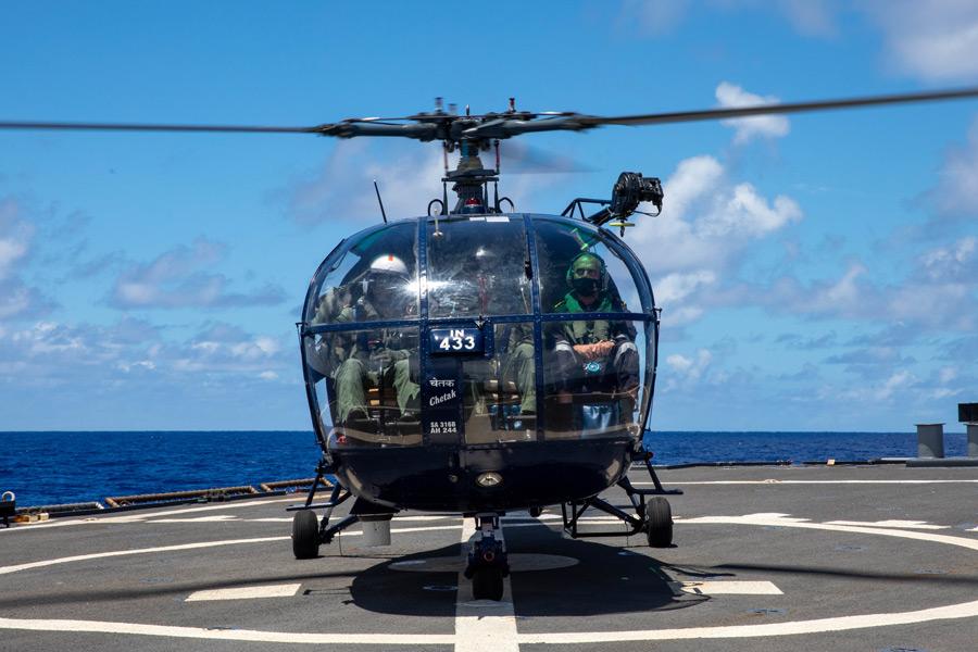 「マラバール2021」でのインド海軍のアルーエットIII(画像:U.S.Navy)