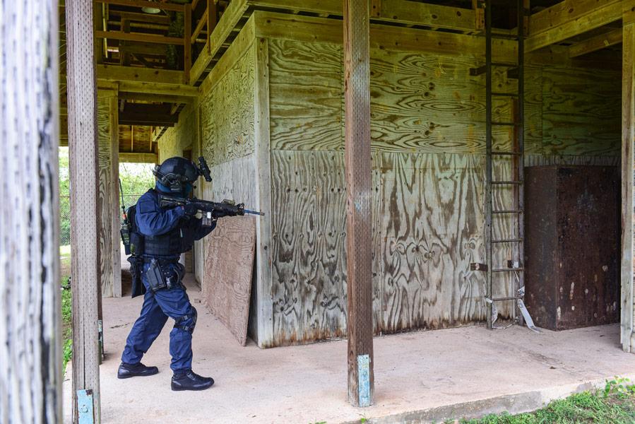 訓練中の特別警備隊員(画像:U.S.Navy)