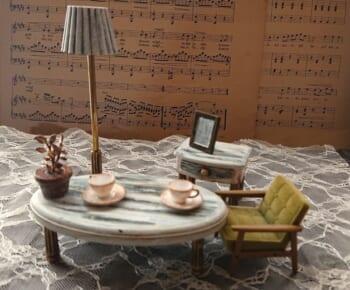 100均ティーテーブルセットが、オシャレなアンティーク小物へと華麗な変貌。
