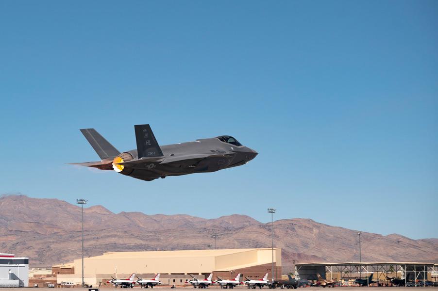 ネリス空軍基地を離陸するF-35A(画像:USAF)