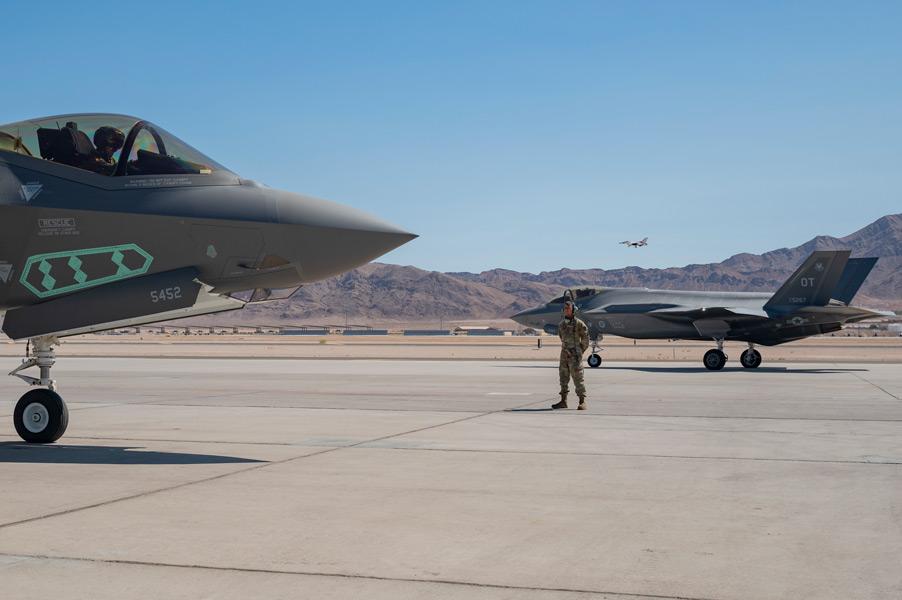 ネリス空軍基地で試験に臨むF-35A(画像:USAF)