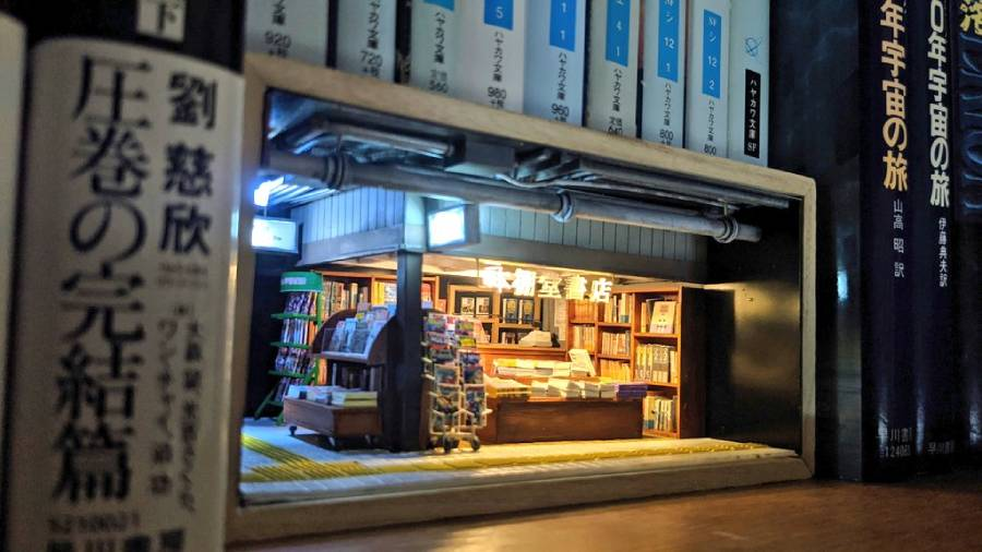 本棚の隙間でひっそり開店 こだわり満載の「書店のジオラマ」
