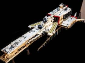 逆襲のシャア「ラー・カイラム」を2万5千個のレゴブロックで完全再現
